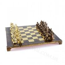 Шахматы в деревянном кейсе война рыцарей мушкетеры Manopoulos 44x44 см